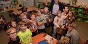 71-126205156-null-07-12-2017-17-56-27-458 (Mücher Platt in der Grundschule)