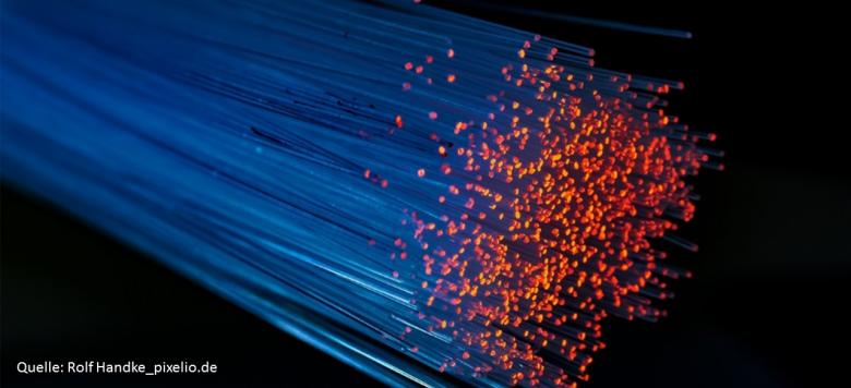 glasfaser-pixelio (Erster Spatenstich für den Breitbandausbau)