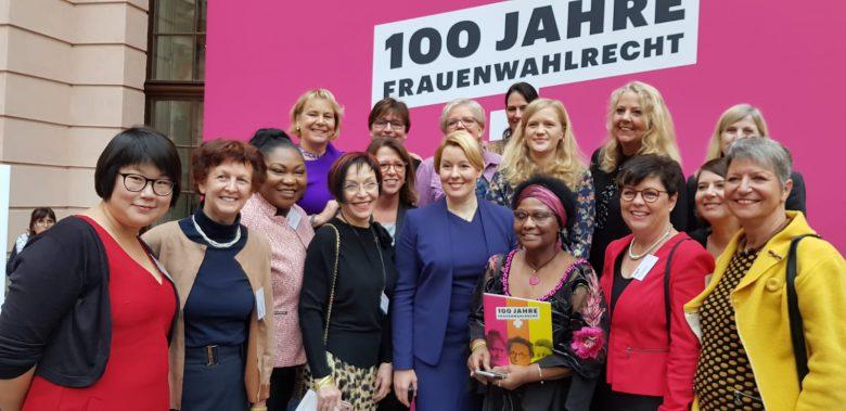 e79593e9-1050-41c0-816c-79139e292f3c (Frauen dürfen seit 100 Jahren wählen in Deutschland)