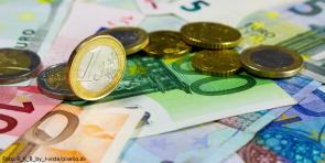 geld-pixelio (Haushaltsreden 2019 – Kommentar zu populistischen Tönen)