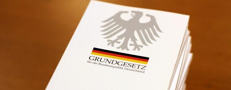 the-basic-law-2454404_1280 (Ist unser Grundgesetz heute besser als die Weimarer Verfassung?)
