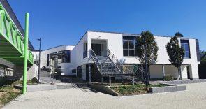 img_20200807_112751 (Nach 4 Jahren Bauzeit fertig: neues Schulgebäude)