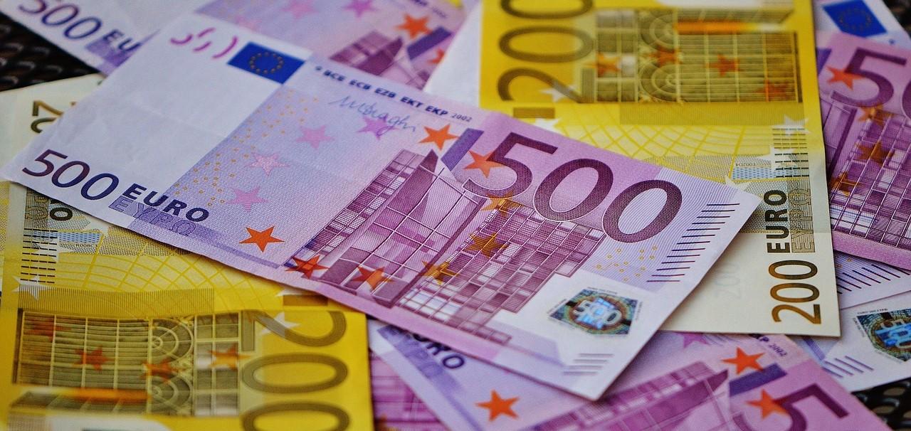 money-1508454_1280-1 (Haushalt: Kosten, Gebühren, Beiträge, Steuern)