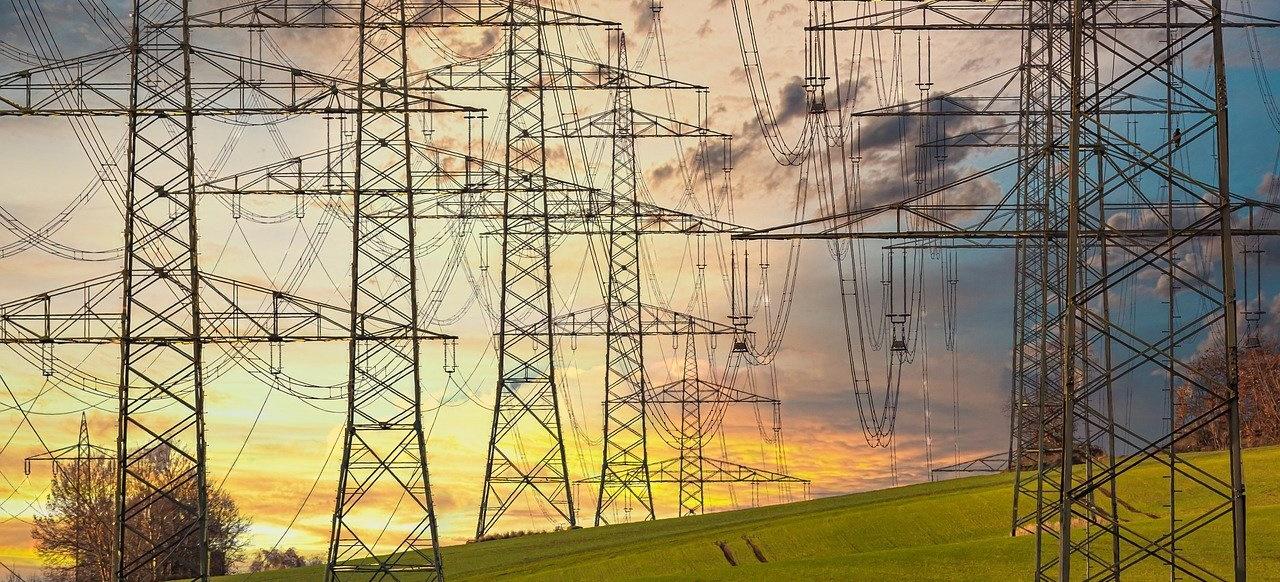 electricity-4666566_1280 (Blockieren Büokratie und Bürgerwiderstand den Bau von Stromtrassen?)